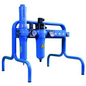 Paineilman suodatin- ja lämmitinyksikkö jalustalla paineilman suodattamiseen ja lämmittämiseen käytettäväksi hengityssuojaimissa